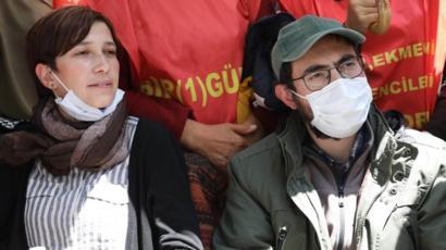 İşe iade talepleri reddedilen Nuriye Gülmen ve Semih Özakça açlık ...