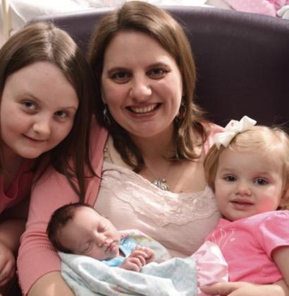 Девочка отрастила волосы в утробе матери и озадачила врачей   419x410