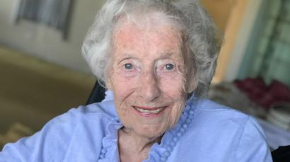 Obituary: Dame Vera Lynn, a symbol of resilience and hope - BBC News