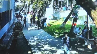 কয়েকজন ছাত্র মিলে অধ্যক্ষকে ধাক্কা দিয়ে পুকুরে ফেলে দেয়