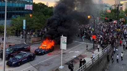 مقتل جورج فلويد: هل أمريكا على أبواب ثورة ضد العنصرية؟ - BBC News ...