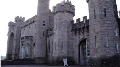 19th Century Bodelwyddan Castle could become private home - BBC News