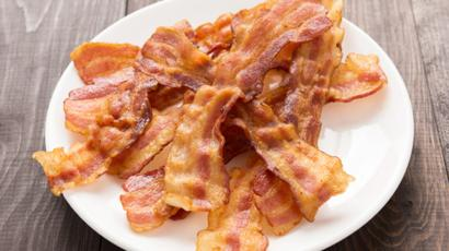 A rasher of bacon a day 'ups cancer risk' - BBC News