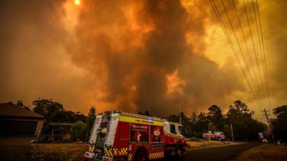 Katastrofalni požar u Australiji - Page 3 _110283182_fire_bargo_976