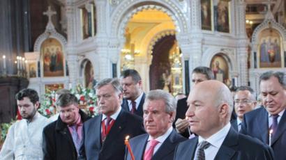 Юрий Лужков на пасхальном богослужении в Храме Христа Спасителя 18 апреля 2009 года