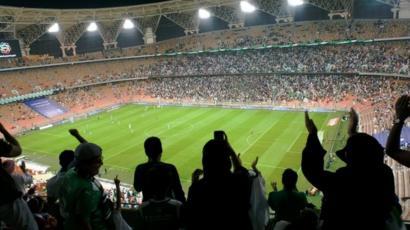 نساء سعوديات في استاد لكرة القدم