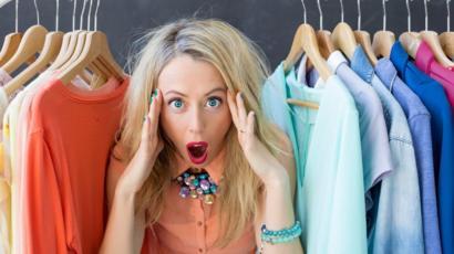 4dd19a4e8 Serías capaz de vivir con solo 10 prendas de ropa? - BBC News Mundo