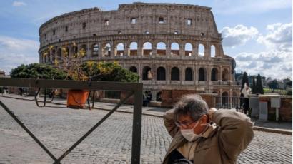 سائح في روما