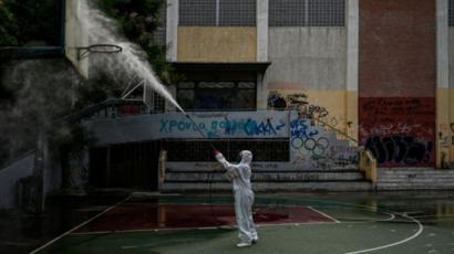 تعقيم منشآت عامة في اليونان