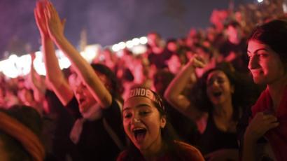 0e1194256 أنصار إمام أوغلو يحتفلون بفوزه