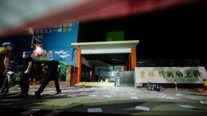 2017年6月,江蘇一家幼兒園的校門口發生爆炸,造成至少8人死亡,65人受傷。