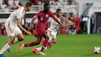 كأس آسيا 2019: ما سر التحول في مستوى منتخب قطر؟ - BBC News Arabic