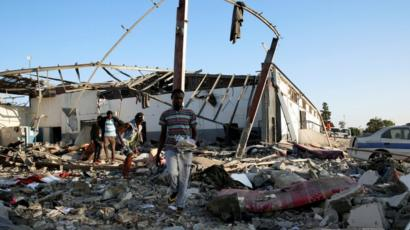 Libyan migrants 'fired upon after fleeing air strikes' - BBC