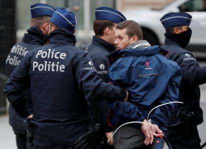 Brüksel'de gözaltı