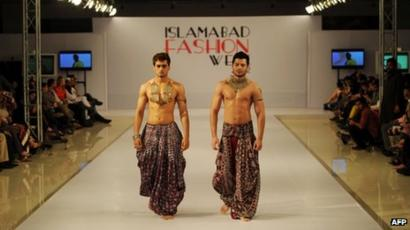 Models Have Fun As Pakistan Fashion Grows Up Bbc News