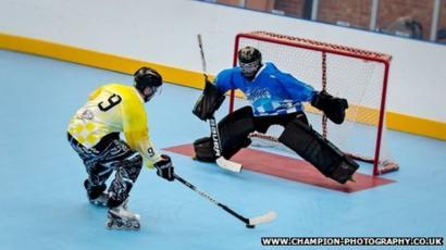23436ecefea Roller hockey skaters  break world record  for longest game - BBC News