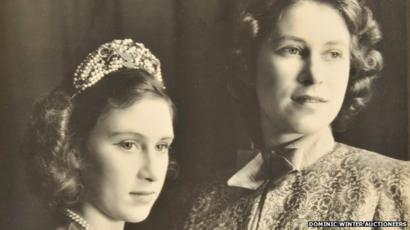 Queen And Princess Margaret Young Pantomime Stars Bbc News