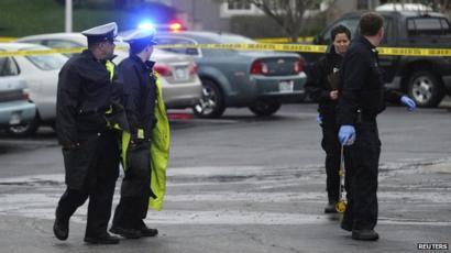 Three dead in Kansas City shootings - BBC News