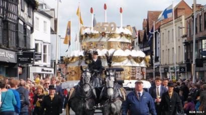 Peachy Shakespeares 450Th Birthday Parade Held In Stratford Upon Avon Funny Birthday Cards Online Benoljebrpdamsfinfo