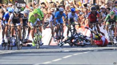 Tour de France Yorkshire  Cavendish in Harrogate crash - BBC News f505dc682