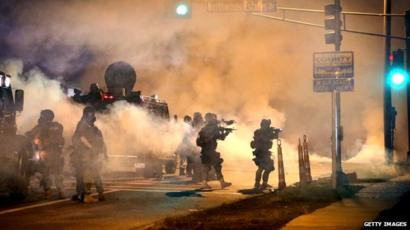 Ferguson unrest: New clashes as Obama urges calm - BBC News