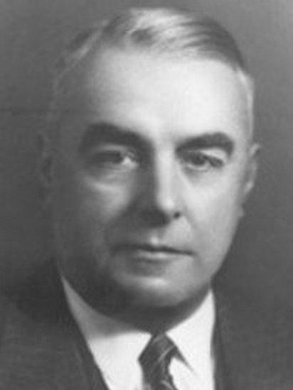 Edward Vivian Robertson, y milwr aeth yn wleidydd