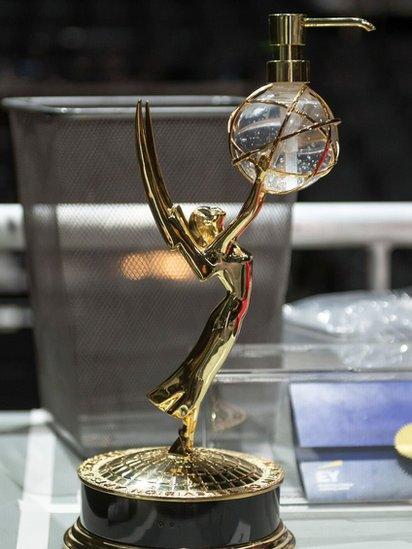 Emmys 2020: estos son los ganadores de la ceremonia virtual a lo mejor de  la televisión estadounidense en su edición 72 - BBC News Mundo