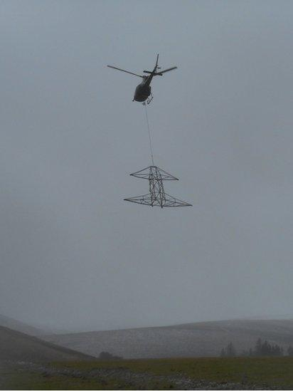 Pylon transported by helicopter