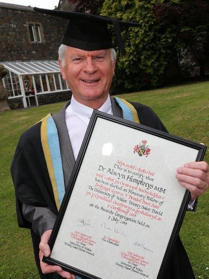 Dr Alwyn Humphries