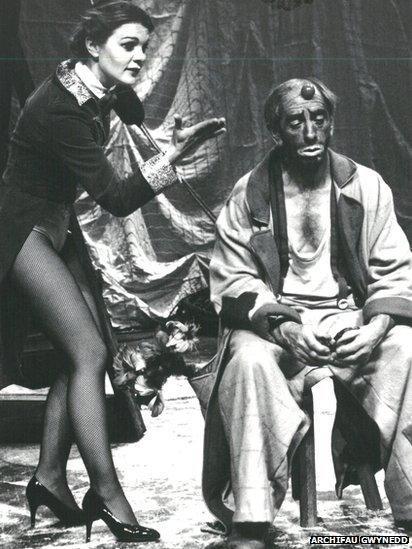 Golygfa ddramatig yn ystod y sioe 'Syrcas' o Hydref 1981