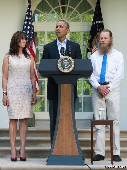 President Barack Obama (centre) appeared with Jani Bergdahl (left) and Robert Bergdahl (right) in Washington DC on 31 May 2014
