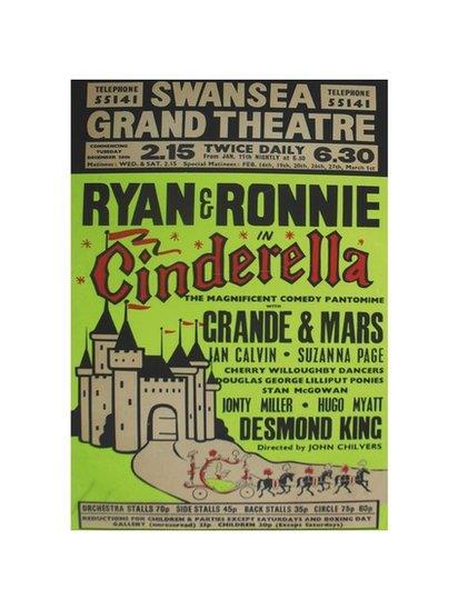 Poster panto cyntaf Ryan a Ronnie yn y Grand yn 1972/3 // Poster for Ryan and Ronnie's first panto at the Grand