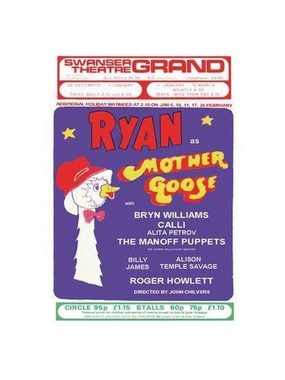 Ryan yn ymddangos ar ei ben ei hun yn 1974/5 // Ryan appeared without Ronnie for the first time in 1974/5