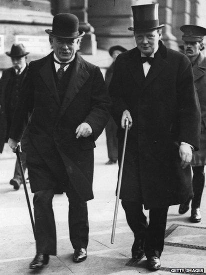Lloyd George gyda Winston Churchill yn 1915