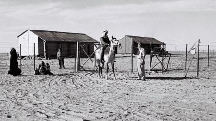 Бедуин беседует с еврейским поселенцем