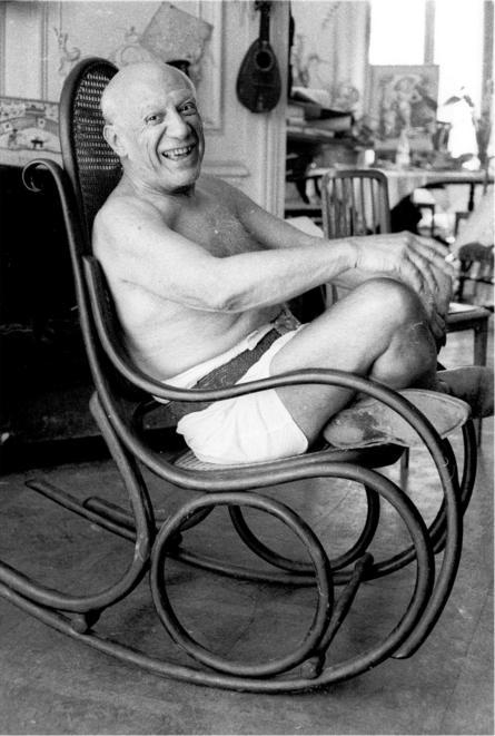 صورة للرسام بابلو بيكاسو عام 1957