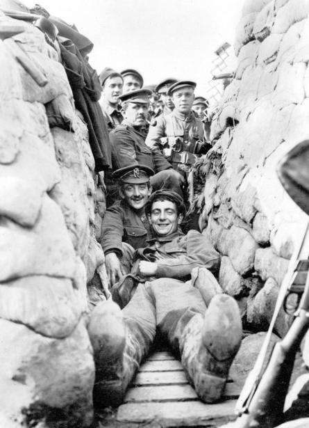 مجموعة من الجنود البريطانيين أثناء الحرب العالمية الأولى.