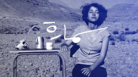 امرأة في صحراء