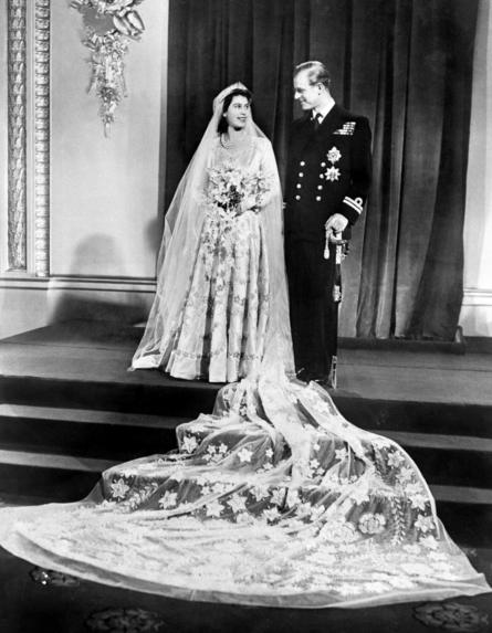 Công chúa Elizabeth và Hoàng tử Philip, Công tước xứ Edinburgh tại Cung Điện Buckingham ngay sau lễ cưới chính thức ở Westminster Abbey