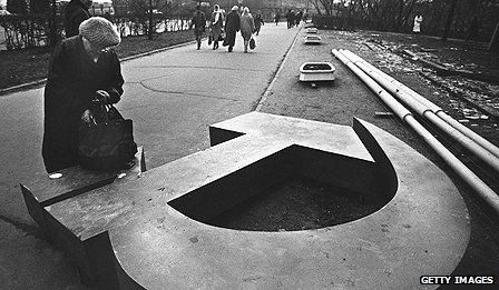 Hammer and sickle symbol taken down in Russia
