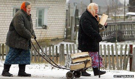 Women walking through snow in Belarus