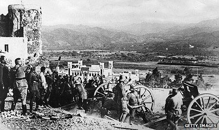 Colonial troops man gun batteries in Tetuan during the uprising in 1924
