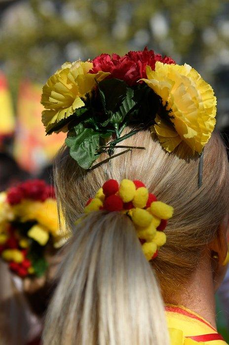 A demonstrator wears flowers in the colours of the Spanish flag in Barcelona, 27 October