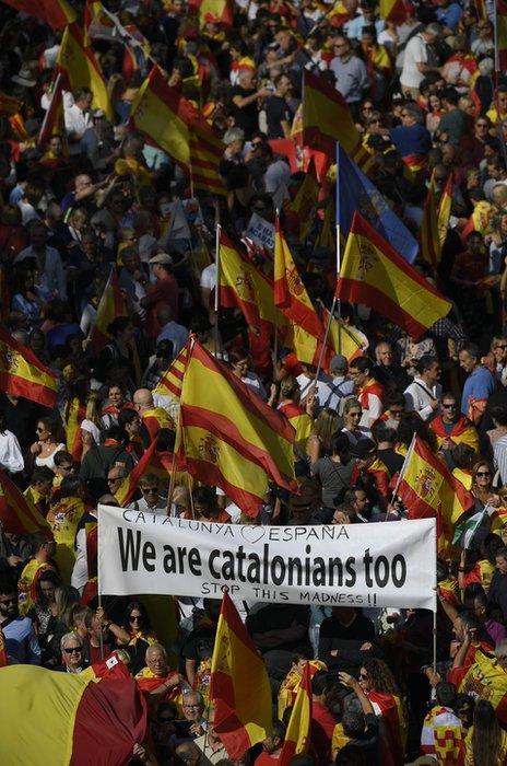 Unionist demonstrators in Barcelona, 27 October