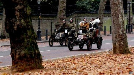 A pair of 1903 De Dion Boutons drive along Constitution Hill in central London