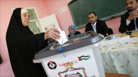 A woman votes in Amman