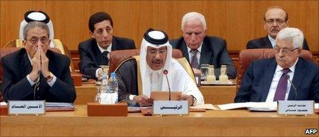 Qatari PM chairs the Arab foreign ministers meeting as Amr Moussa (L) and Mahmoud Abbas look on, Cairo, 15 December