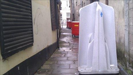 Open-air male urinal in Newport