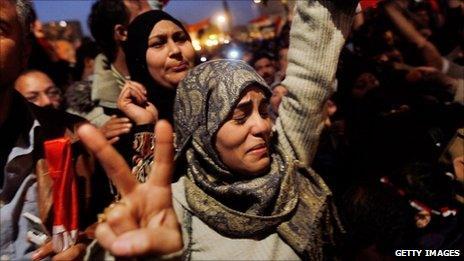 Egyptian women celebrate Hosni Mubarak's departure in Cairo (11 Feb 2011)