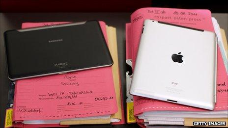 Samsung Tab and iPad side by side